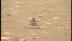 """Марсоходът на НАСА """"Пърсивиърънс"""" си направи """"селфи"""" с миниатюрен хеликоптер на Марс"""