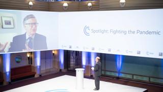 Гейтс и Рокфелер предупреждават световните лидери за въздействията на пандемията