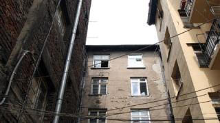 Пожарът в центъра на София е тръгнал от съседно жилище
