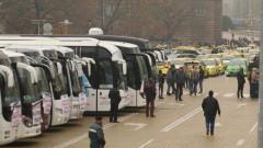 100 автобуса и десетки таксита блокираха центъра на София