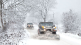 Над 130 машини срещу снега в София