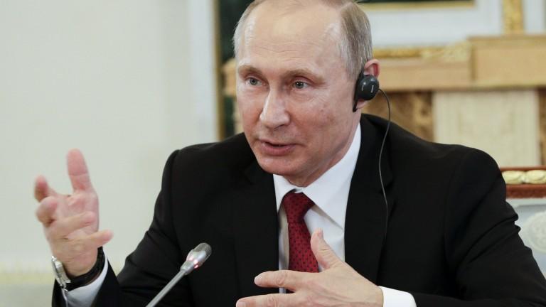 """Хакерстват само отделни """"патриотични"""" руснаци, не и държавата, убеждава Путин"""