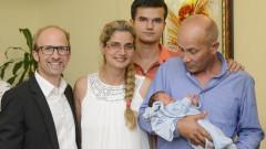 Роденото във въздуха бебе Ники кацна в България