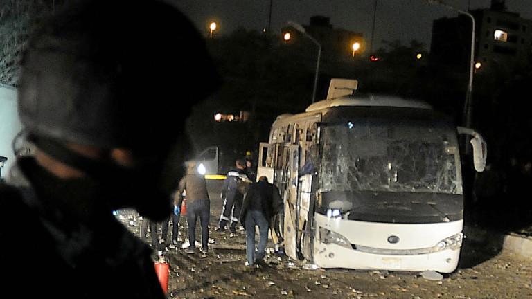 Взрив избухна в Кайро до туристически автобус, съобщи ТАСС. Пострадали