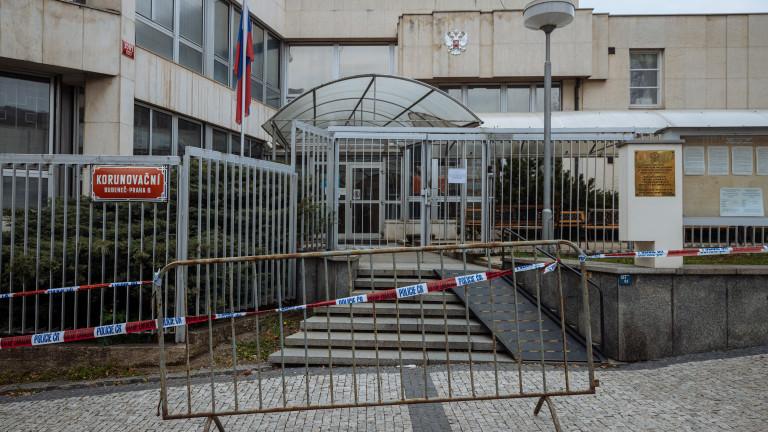 Чехия настоя Русия да остави само петима дипломати в посолството си в Прага