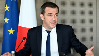 Франция обмисля задължителна Covid ваксинация на медицинския персонал