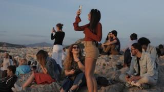 Сблъсъци между младежи и полиция в Атина, ръст на домашното насилие в Гърция