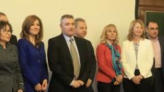 Ректорът на УНСС защити дисциплинарното уволнение на доц. Осиковски