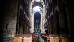 """Френският парламент гласува закон за възстановяването на """"Нотр Дам"""""""