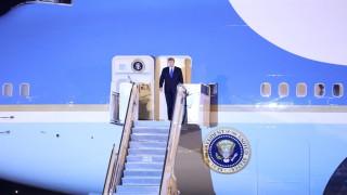 Тръмп кацна в Ханой за срещата с Ким Чен-ун