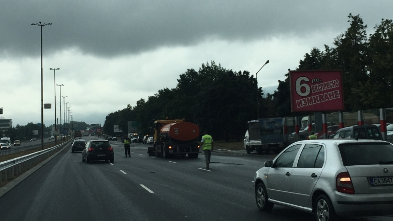 "Катастрофа блокира движението на столичния булевард ""Цариградско шосе"""