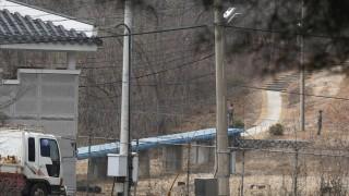 Двете Кореи обсъдиха въпроса за гореща телефонна връзка между лидерите