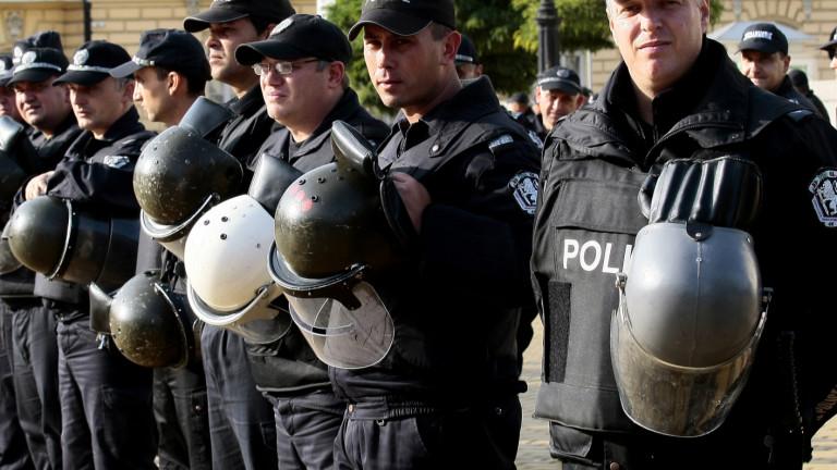 Насрочиха преговори за заплатите в МВР, но протестите продължават