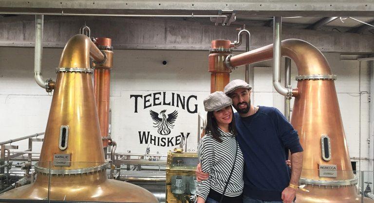 Петър заедно с приятелката си в дестилерията на Telling Whiskey