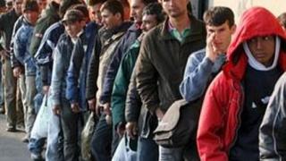 Цигани от Асеновград си искат социалните помощи