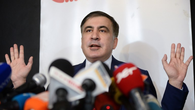 Зеленски връща украинското гражданство на Саакашвили