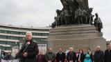 На 3 март Сидеров разкритикува учебниците и политиката