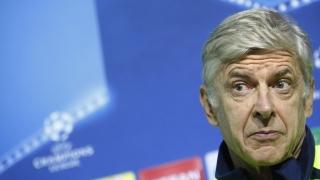 Унизеният Венгер остава в Арсенал поне до лятото