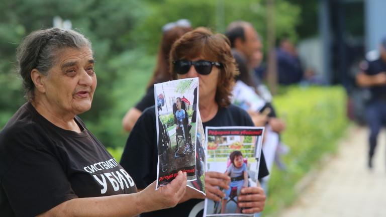 Манолова и майките искат гаранции за работещ закон