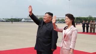 """Русия: Северна Корея е бясна заради """"мръсни и обидни"""" изображения на съпругата на Ким"""