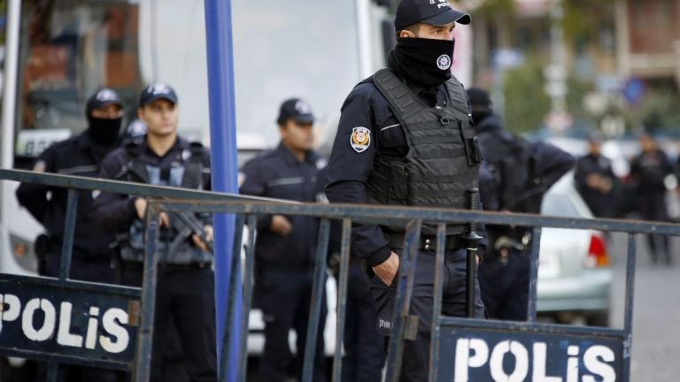 Повече от 60 задържани на протест в Анкара
