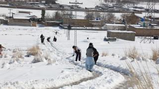 Над 40 загинали от проливни дъждове и снегове в Пакистан