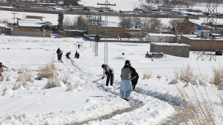 Снимка: Над 40 загинали от проливни дъждове и снегове в Пакистан