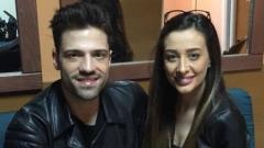 Секси моделка и адреналинка се гушка с гръцки певец