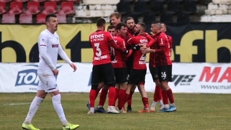 Локомотив (София) поведе класирането във Втора лига