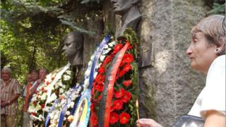 """""""Сините"""" почетоха 35 години от смъртта на Гунди и Котков"""