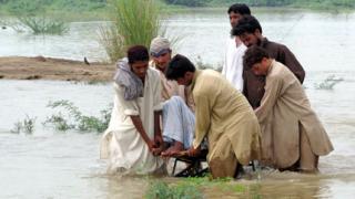 Помагаме на бедстващите в Пакистан