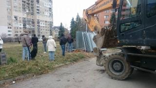 """Багери отново разкопават градинки в столичния """"Младост"""""""