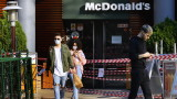 Румъния връща полицейския час и маските на открито