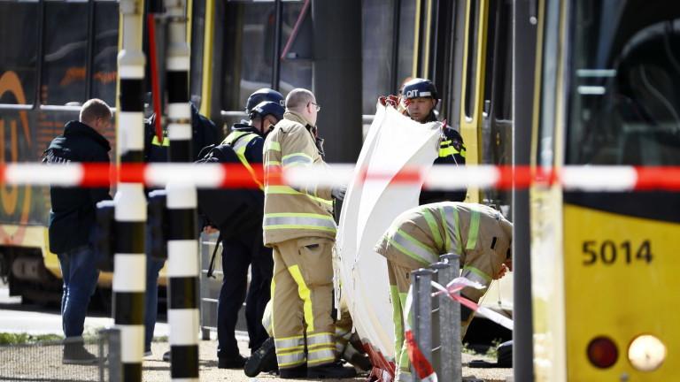 Най-малко трима души са загинали, а други девет са ранени