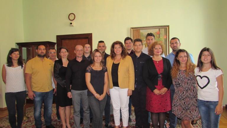 Илияна Йотова посрещна студенти от УНИБИТ