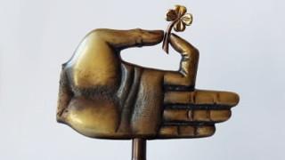 """Протегната ръка"" за протегнатата ръка на социалните работници"