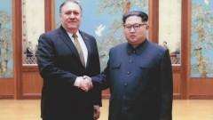 Белият дом пусна снимки от срещата на Помпео с Ким