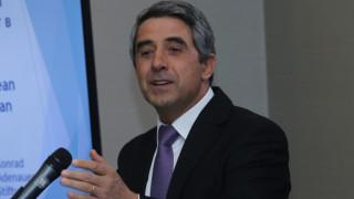 Македония да поеме подадената й ръка, призова Плевнелиев