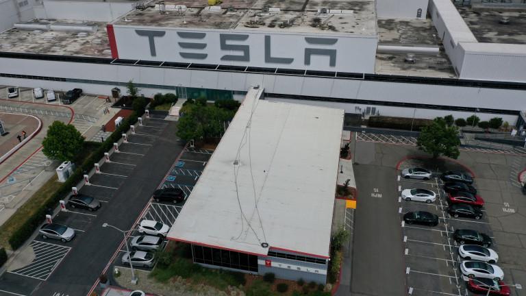 Заводът на Tesla в Германия е почти готов. Но компанията е с вързани ръце заради бавещо се разрешение