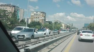 """Верижна катастрофа затруднява движението на """"Цариградско шосе"""""""