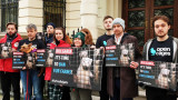 Световни организации протестират пред български посолства за забрана на фермите за ценни кожи