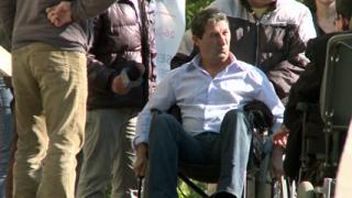 Каролев подкара инвалидна количка, другите - не