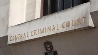 В Лондон тийнейджър убил две сестри след сделка със зъл дух да спечели от лотарията