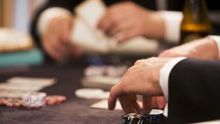 Заловиха двама, ограбили 16 хил. лв. от казино в Карлово