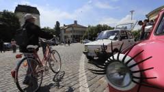 Пътуване в миналото с парад на ретро коли в София