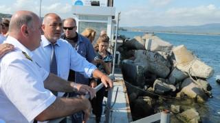 """Борисов инспектира как източват мазута от """"Мопанг"""""""