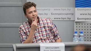 Задържаният в Минск Протасевич се появи пред медии и обясни, че не е принуждаван