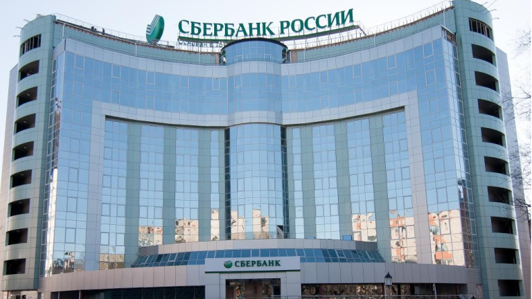 Най-голямата банка в Русия се изправя срещу Apple и Amazon с нови услуги