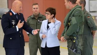 Военният министър на Германия: Няма разрив между мен и Меркел