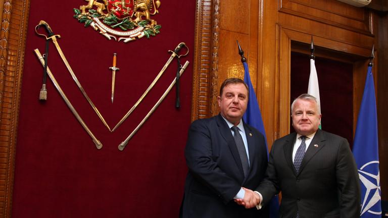 Американският заместник държавен секретар Джон Съливан посети и българското военно